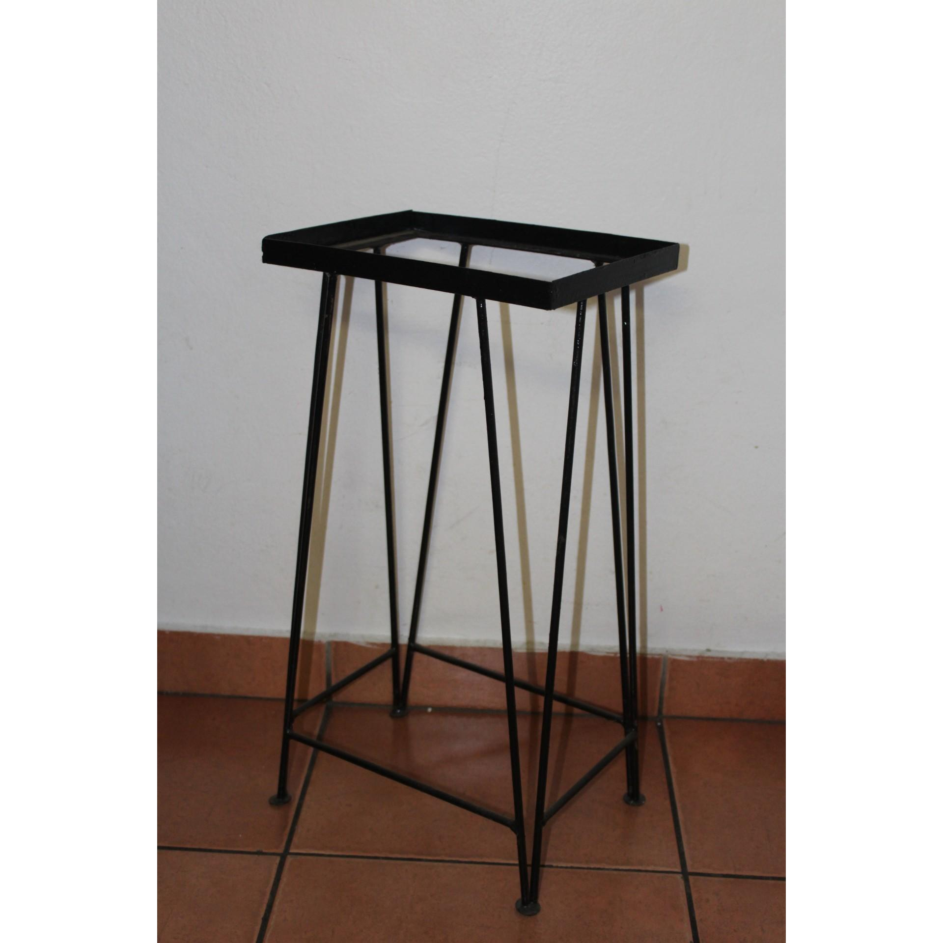1FT STAND (12) - (300 X 225 X 600)